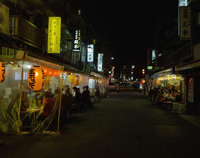 Aa7 最近人気の「浅草赤提灯飲み屋街」若い人も増えました。 夜の浅草も ス・テ・キ ですよ。